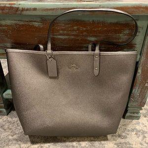 Handbags - Coach Tote bag